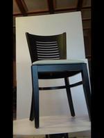 качествени дървени столове с богата цветова гама