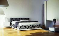 Легло с тапицерия цветя