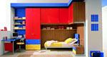 Детска стая в червено и синьо
