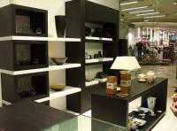 Дизайнерски стелажи за магазини