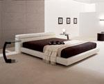 Изработка на спалня по поръчка с нощни шкафчета, подобни на бар маси