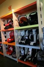 изработване на стелаж за детски столчета за кола